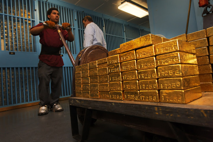 Moving bars in the Gold Vault of the Federal Reserve.  Note the special protective footwear.  (Photo: The Discovery Channel)