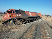 Train derailed on the tracks from Carolina to Machadodorp, about 12km before Machadodorp.