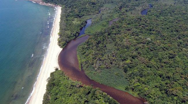 Lado direito da praia do Puruba