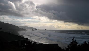 Photo: Dingin Pacific, kıyılarda azgındı o gün!