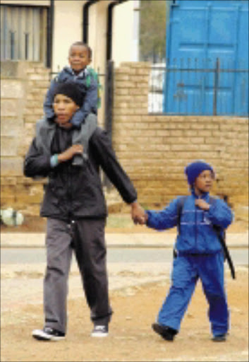 08/06/2009  Parents fatching their kids from school after they were send home early this morning. PIC: ©  SECHABA NHLAPO
