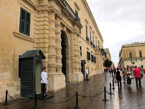 Photo: 241 La Valette, palais présidentiel & chambre députés, garde