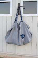 Photo: borsa di recupero da un vestito, realizzata per rivista idee cucito
