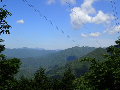 下山鉄塔からの眺め(左に能郷白山、大白木山など)