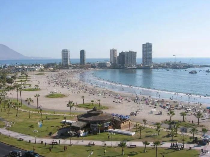 playa cavancha, playa chilena