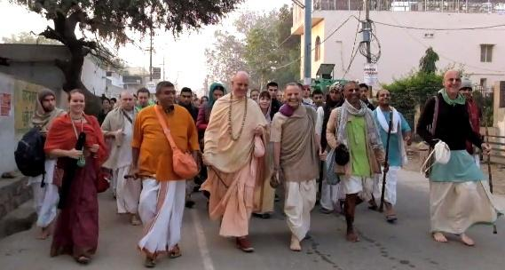 HH Indradyumna Swami on the way to Madan Mohan