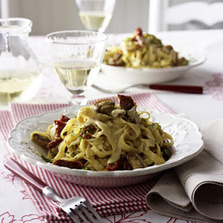 Pasta with Sun-Dried Tomato and Mushroom Cream Sauce