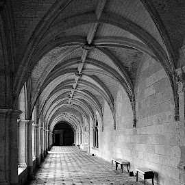 Dans la solitude du cloitre by Gérard CHATENET - Black & White Buildings & Architecture