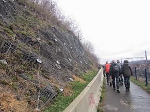 Photo: rotswanden in cadeauverpakking langs de spoorlijn Tongeren-Luik