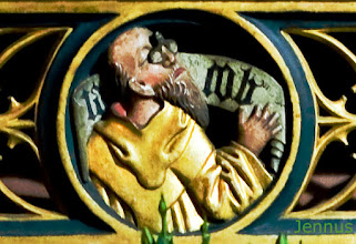 Photo: geschnitztes Detail an dem mittelalterlichen Altar der Marktkirche zu Hannover stellt den Stammvater Jacob mit Brille dar. Erste Brillen (geschliffene Lesesteine) gab es in Europa im 13. Jht.  Patriarch Jacob with glasses. Jacob, the son of Isaac and Rebekah, the grandson of Abraham and Sarah, was the third patriarch of the Hebrew people with whom God made a covenant, and ancestor of the tribes of Israel, which were named after his descendants.