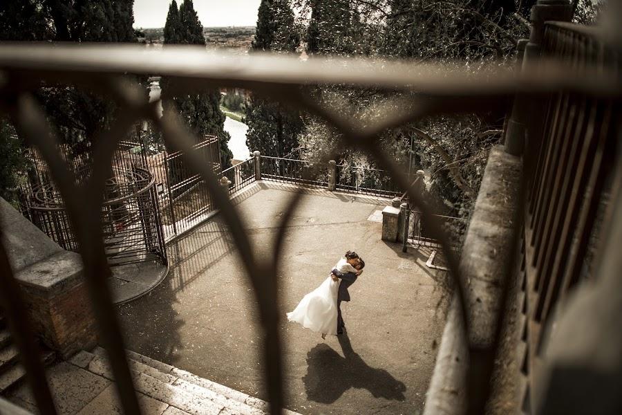 Wedding photographer Leonardo Scarriglia (leonardoscarrig). Photo of 19.12.2017