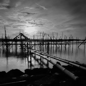 bagang at sunrise by Aep Saepudiah - Landscapes Beaches ( blackandwhite, bamboo, bagang, black and white, indonesia, bw, cirebon, pwcbwlandscapes, b&w landscape )
