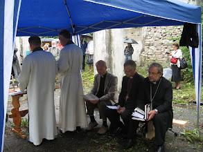 Photo: Богослужители терпелиаво в очереди