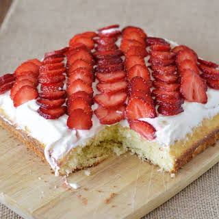 Quick and Easy Strawberry Cake.