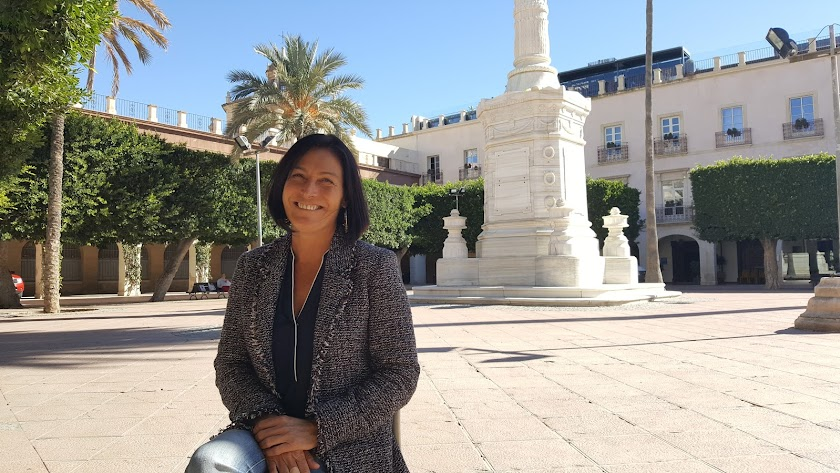 La gerente de Almería Centro cree firmemente en las ventajas del comercio clásico.