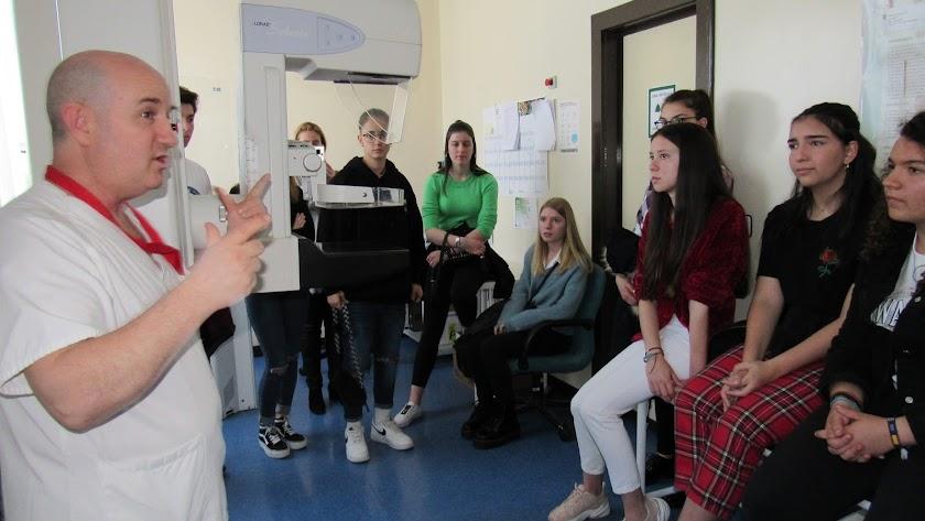 Visita de los alumnos del SEK al Hospital de Poniente.