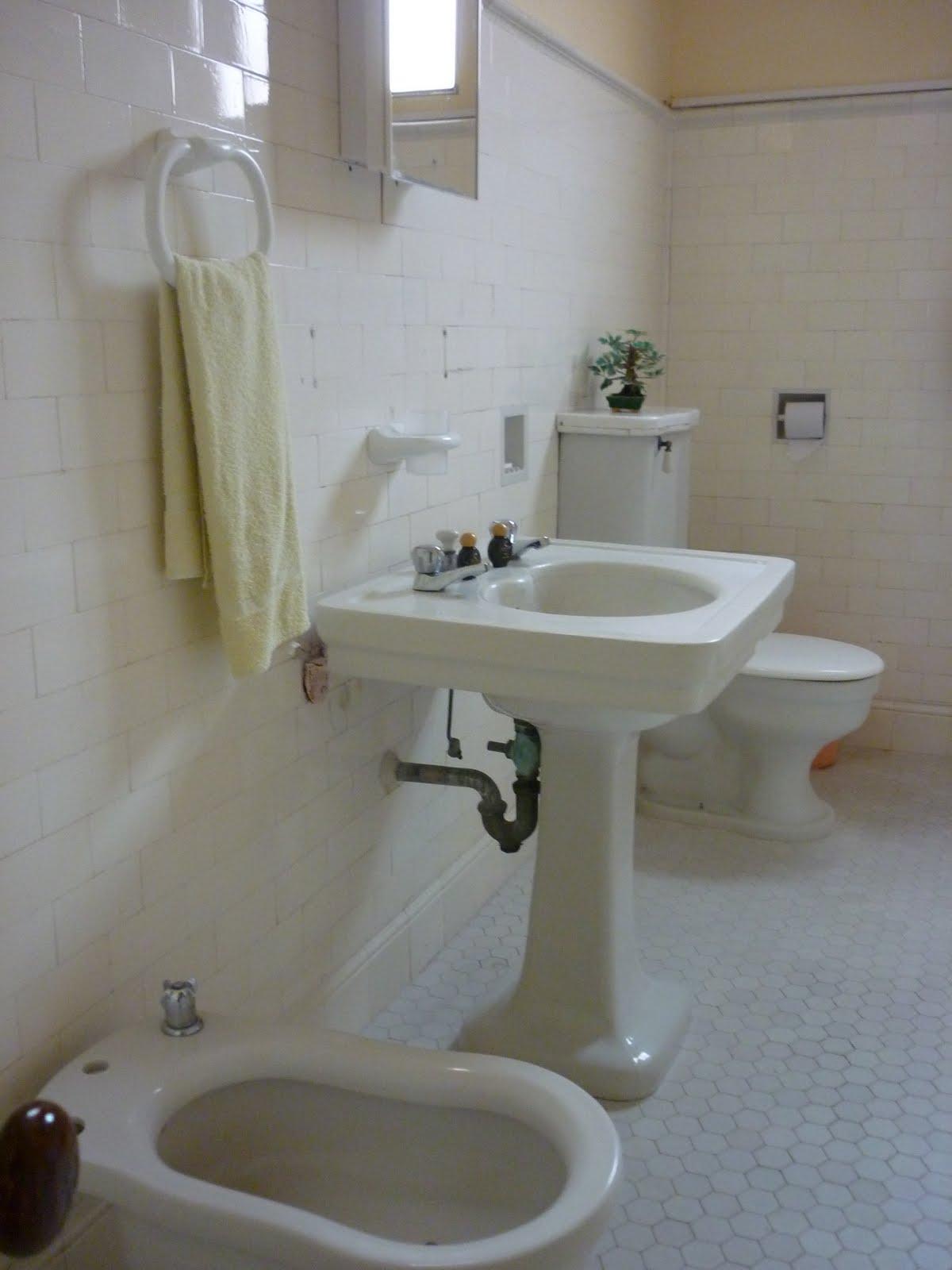 Photo: Avec une salle de bain années 30 d'origine