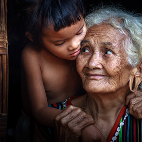 Grandmom by Thảo Nguyễn Đắc - People Family ( mom and kid, mom with kids )