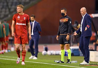 """""""In eerste helft waren we onbestaande"""" en """"Hopelijk is dit een duidelijke wake-upcall voor de groep"""": Philippe Clement is scherp voor zijn spelers"""