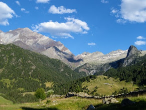 Photo: Refugio de Viados, 1760m, colpo d'occhio sul massiccio del Posets, 3375m.