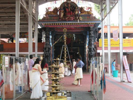attukal-bhagavathy-temple.jpg