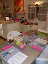 Photo: 3 dames 11-3-11 in shop