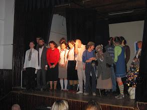 Photo: Spektakl wigilijny, kino MDK w Wiśniczu, klasy 4, 12. 2005 r.