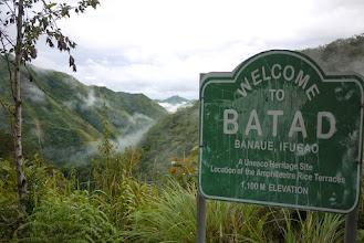 """Photo: Welcome to Batad, après 20 kilomètres à pied, on approche du paradis (en fait, il reste presque 4 kilométres entre ce panneau et """"le bourg"""")"""