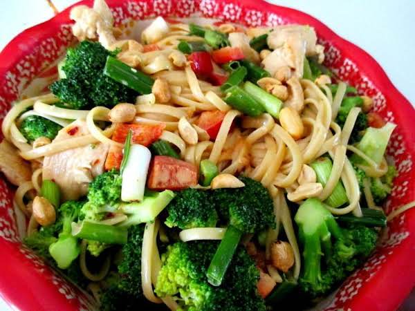 ~ Thai Chicken & Broccoli Linguine Salad ~