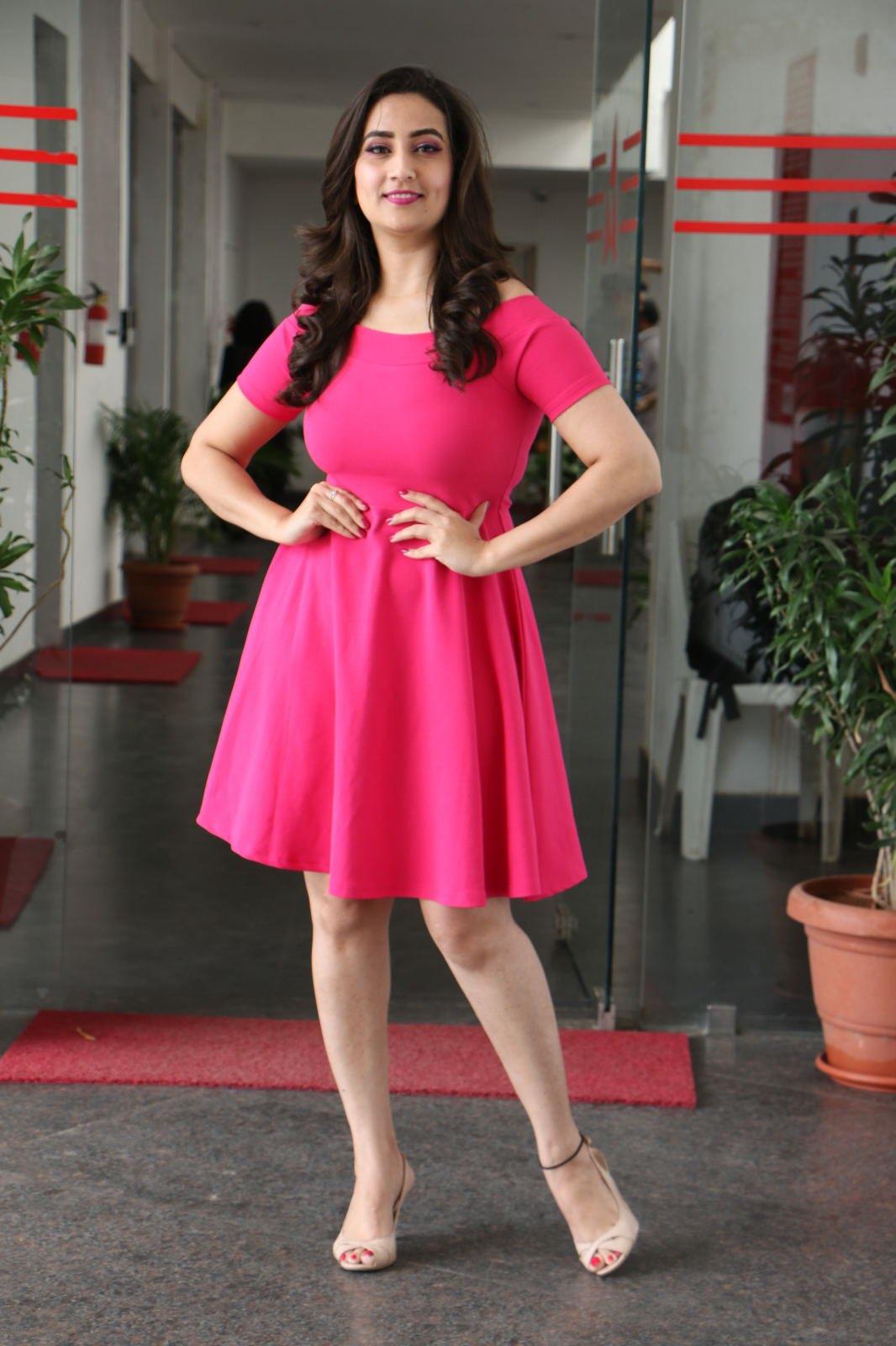 Anchor Manjusha stills at World Famous Lover movie promotions Navel Queens