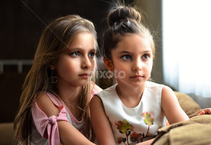 sisters by Mark Warick - Babies & Children Child Portraits ( ofera, evelina, sisters )