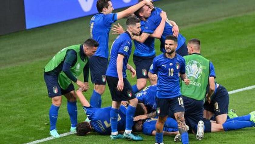 Los jugadores de Italia celebran la clasificación.