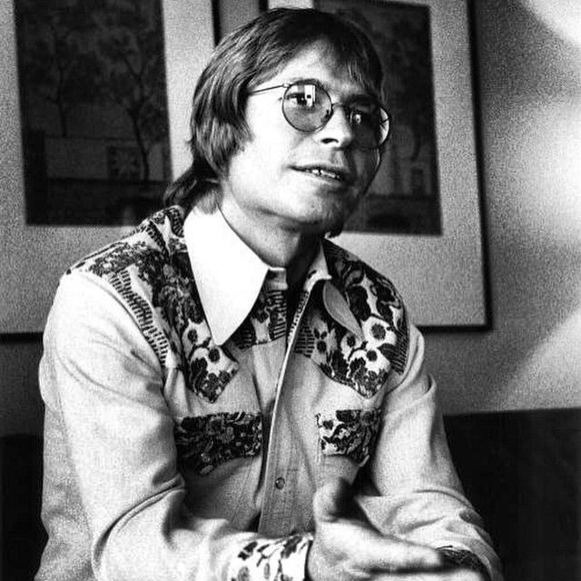 John Denver rocking a snap pocket shirt from Rockmount Ranch Wear.