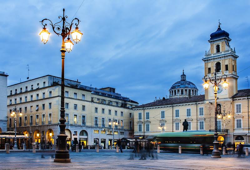 L'ora blu, piazza Garibaldi di Salvatore Massaiu