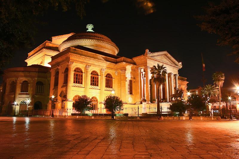 Piazza Giuseppe Verdi by night di rosarionotaro@gmail.com