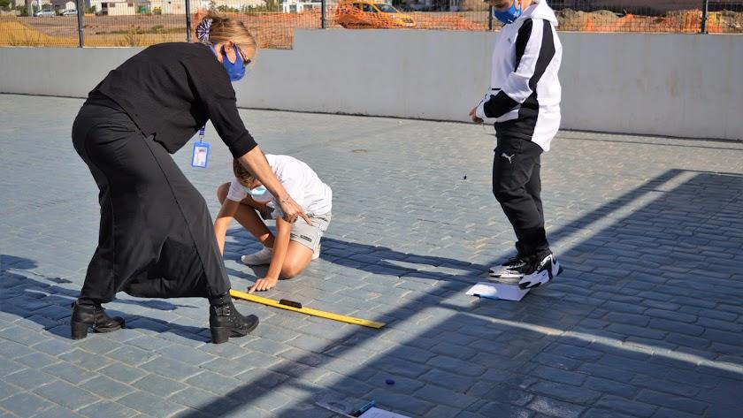 Las clases prácticas al aire libre son muy comunes en el método británico.