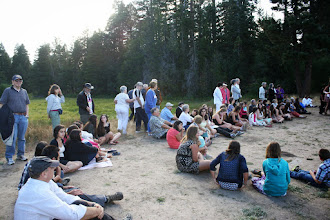 Photo: Shabbat begins in a circle by the lake
