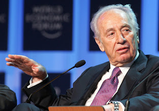 Photo: DAVOS/SWITZERLAND, 28JAN05 - Shimon Peres, Vice-Prime Minister of Israel and Chairmanof the Labour Party, expresses his thoughts during the session 'Is the Peace Process Poised for a Resurrection?' at the Annual Meeting 2005 of the World Economic Forum in Davos, Switzerland, January 28, 2005. 