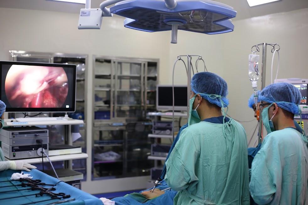Kỹ thuật phẫu thuật nội soi đặt tấm lưới ưu việt hơn nhiều so với các phương pháp khác