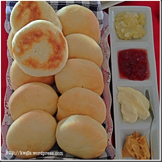ENGLISH MUFFINS DEFINED.
