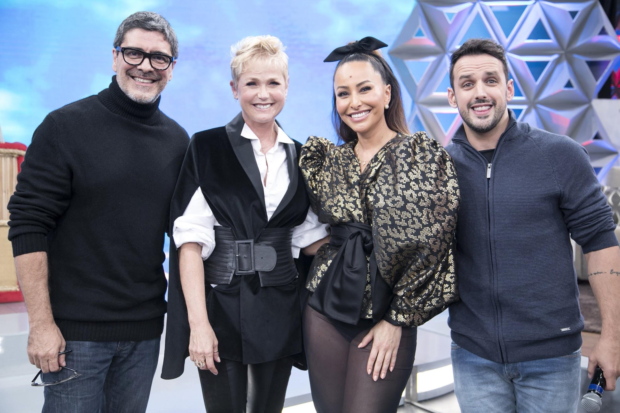 Xuxa recebe homenagens especiais de famosos no Programa da Sabrina