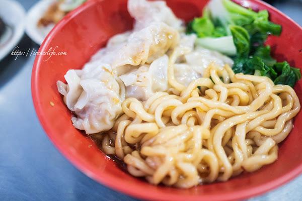 皮薄辣勁足的好吃炒手,拉麵麵條超Q、滷肉飯也很到位.陳家二姐炒手