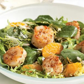 Spinach & Frisée Salad with Tangerines & Coriander-Crusted Scallops