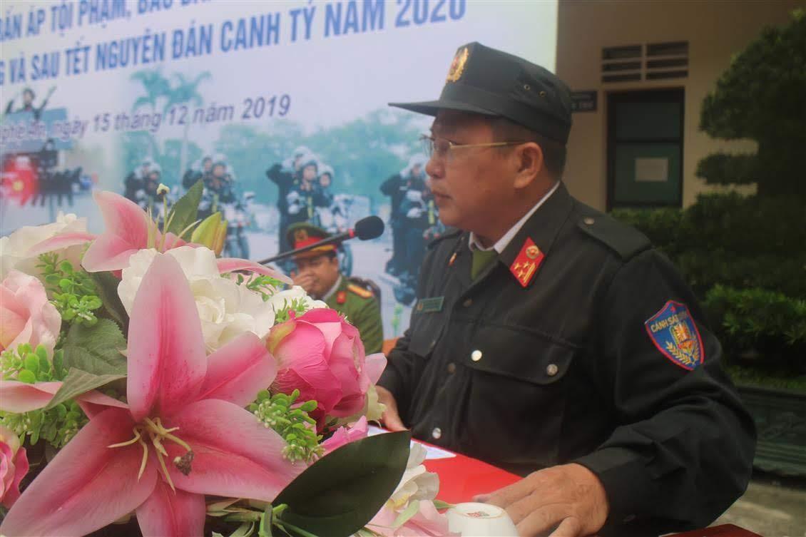 Thượng tá Dương Danh Quang – Phó trưởng phòng CSCĐ thông qua Mệnh lệnh của Giám đốc Công an tỉnh