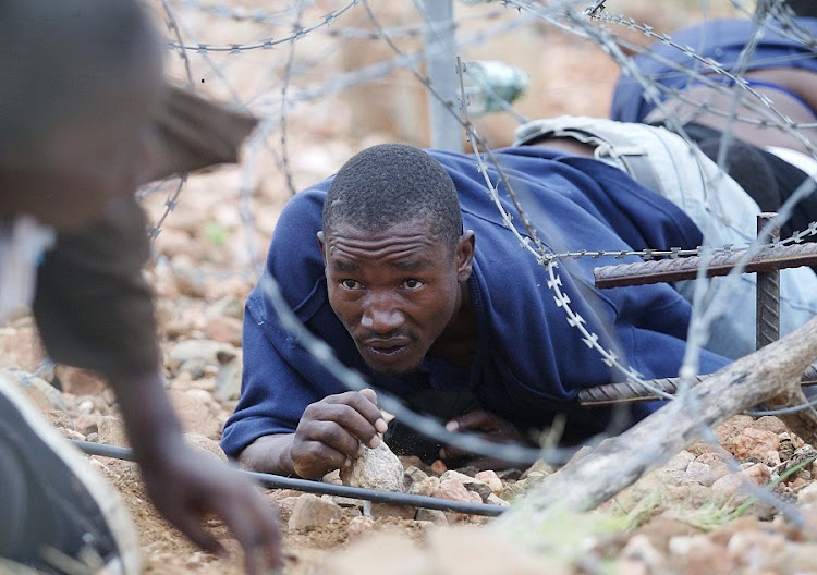 Illegal immigrants from Zimbabwe cross the border near Beit Bridge. Picture: SUNDAY TIMES/JAMES OATWAY