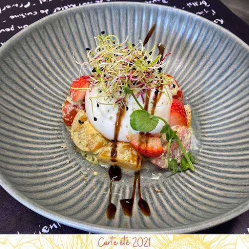 Burrata, duo de tomates et fraises, sauce chimichurri