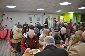 Photo: The attendees enjoy a meal and ballot after the presentations.