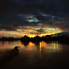 Sunset At The Saratok Wharf by Ismail Rali - Landscapes Sunsets & Sunrises ( sunset, saratok, sunrise, waterscapes, landscape, wharf )