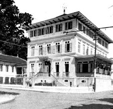 Photo: Hotel Majestic. Ocupava o terreno aonde hoje está a Praça 14 Bis, em frente à Praça da Liberdade. Foto de 1942