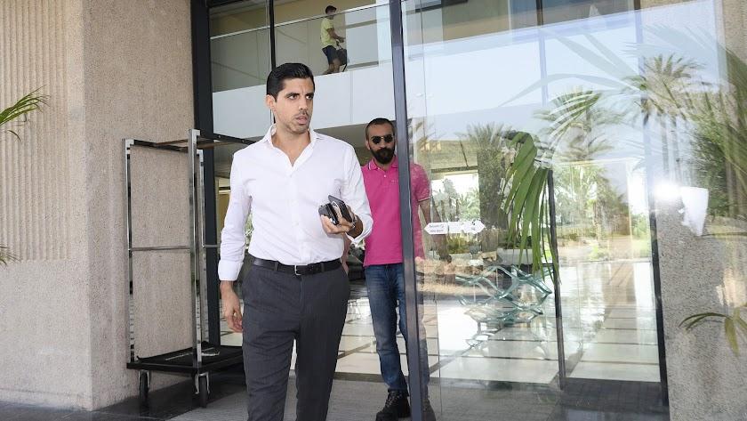 Darío Drudi, saliendo de Hotel Golf Almerimar.